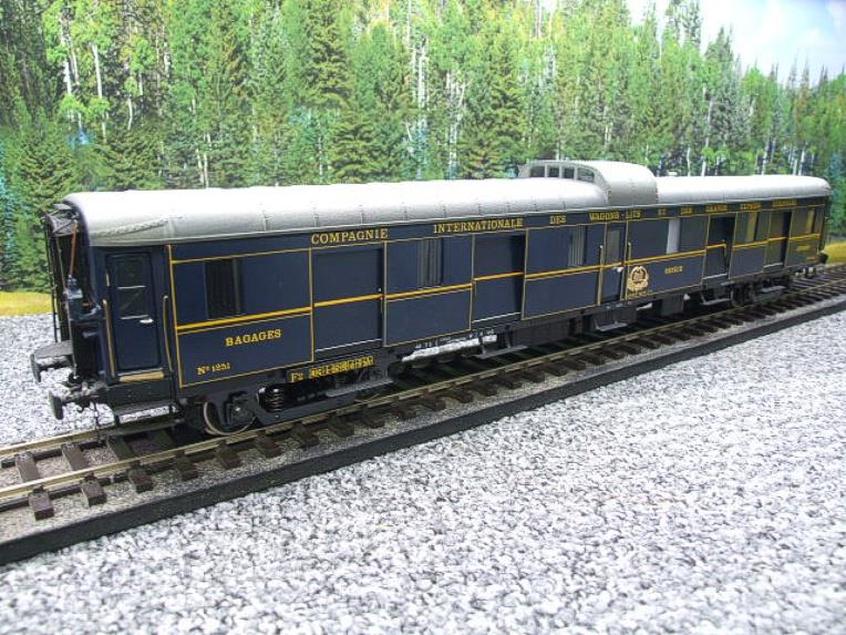 "Elettren O Gauge Cat No: 1303 CIWL ""Baggage Coach"" R/N 1251 Interior Lit image 15"