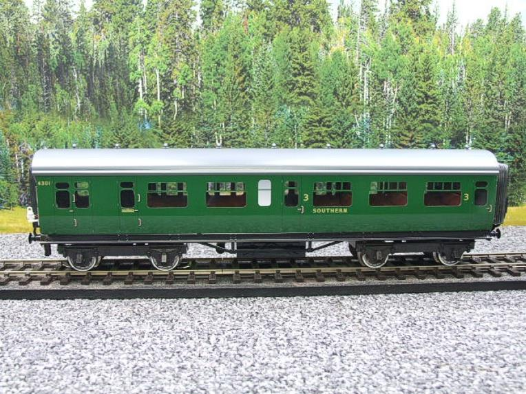 Darstaed O Gauge SR Green Bulleid Corridor Brake End Coach R/N 4301 Lit Interior image 16