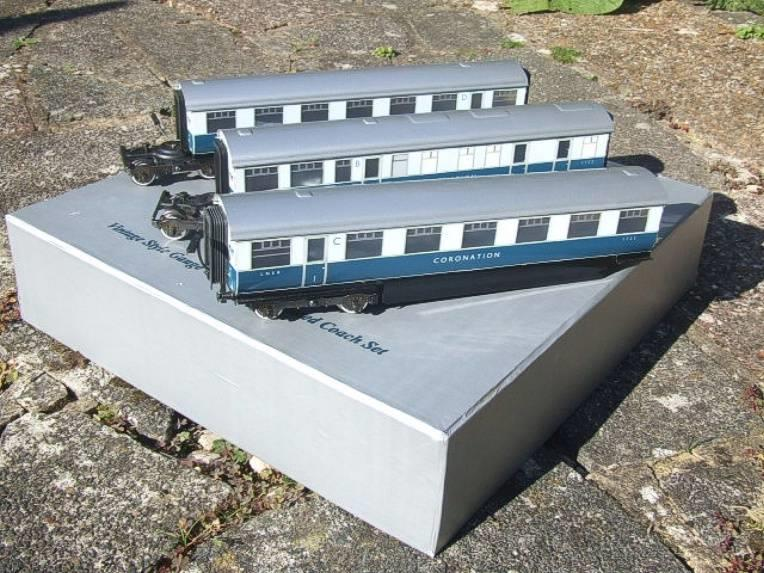 "Ace Trains O Gauge C7 LNER ""Record Breaking Set"" Articulated x6 Coaches Coronation Set 3 Rail image 11"