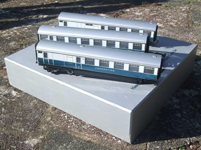"Ace Trains O Gauge C7 LNER ""Record Breaking Set"" Articulated x6 Coaches Coronation Set 3 Rail image 13"