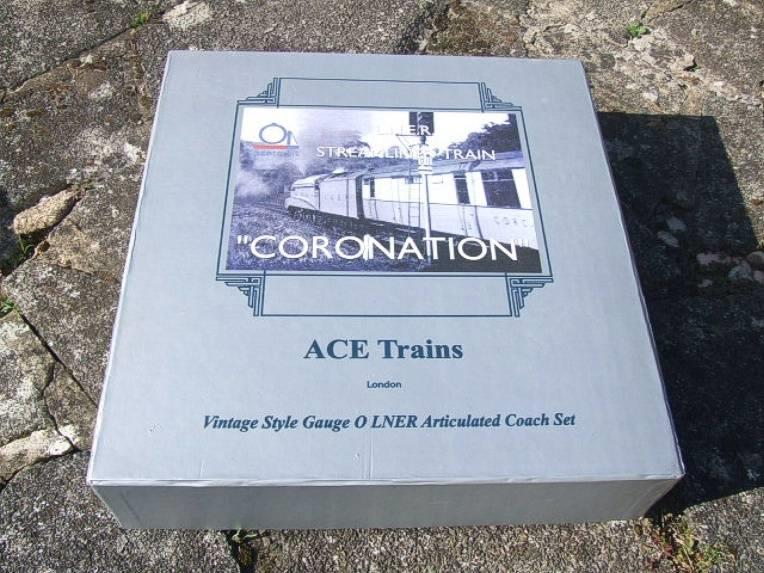 "Ace Trains O Gauge C7 LNER ""Record Breaking Set"" Articulated x6 Coaches Coronation Set 3 Rail image 21"