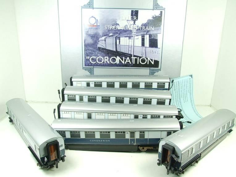 "Ace Trains O Gauge C7 LNER ""Record Breaking Set"" Articulated x6 Coaches Coronation Set 3 Rail image 22"