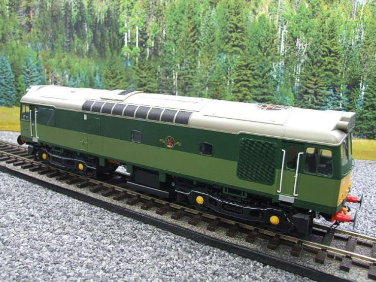 Heljan O Gauge Item 2555 BR Two Tone Green Class 25 Type 2 WSYP Diesel Loco Electric Bxd image 21