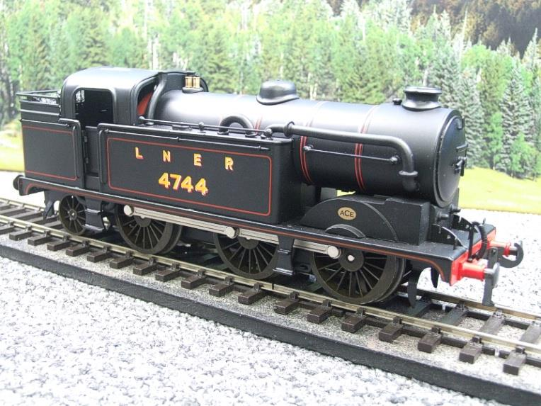 Ace Trains O Gauge E11A LNER Satin Black N2 Class 0-6-2 Tank Loco R/N 4744 Electric 2/3 Rail Boxed image 14