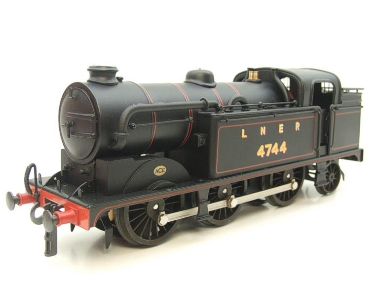 Ace Trains O Gauge E11A LNER Satin Black N2 Class 0-6-2 Tank Loco R/N 4744 Electric 2/3 Rail Boxed image 15