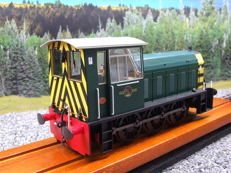 "HelJan O Gauge 25911 Class 05 BR Green With ""Wasp"" Stripes"" Diesel Shunter Loco Electric 2 Rail Bxd image 12"