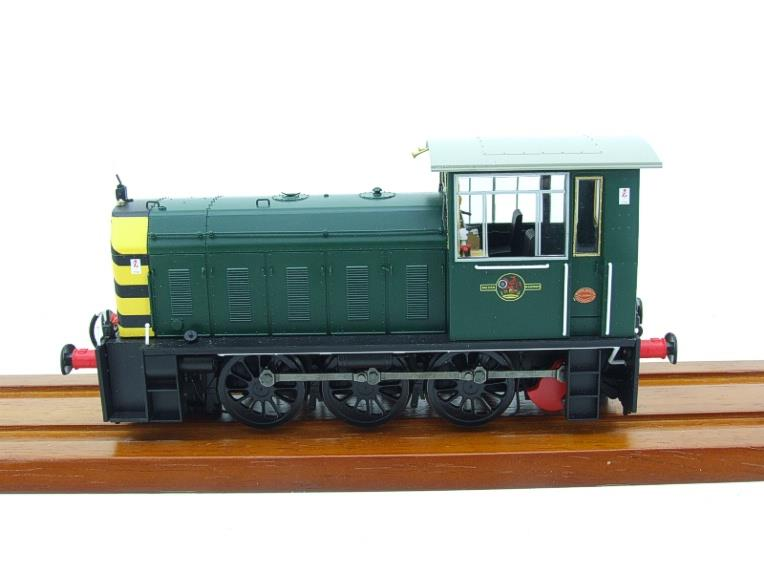 "HelJan O Gauge 25911 Class 05 BR Green With ""Wasp"" Stripes"" Diesel Shunter Loco Electric 2 Rail Bxd image 13"
