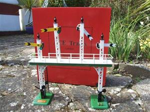 "Ace Trains O Gauge ACS/3 Signal Gantry ""Distant"" Yellow Fish Tail Signal Arms Edition Electric image 1"