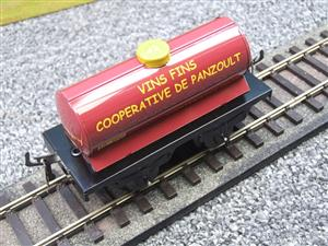 "Hornby Hachette Series French O Gauge ""Vins Fins Cooperative De Panzoult"" Tanker Wagon NEW Boxed image 9"